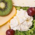 3005 Singlefrühstück Käse: Bonbel, Brie, Orange, Kiwi, Frischkäse, Salat, Trauben